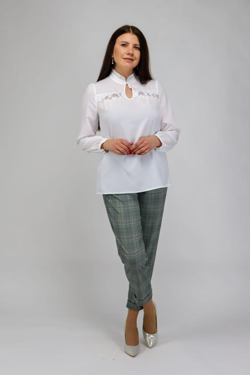 Белая блузка с рюшей