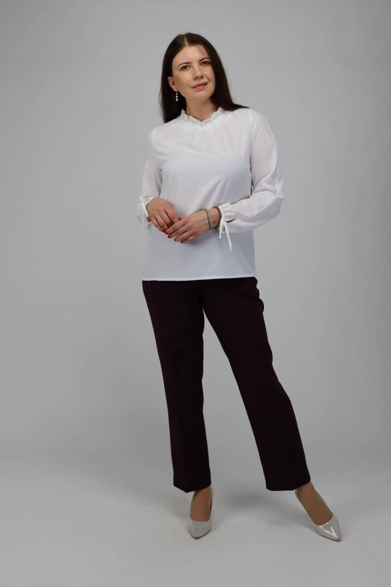Блузка с рюшкой по горловине